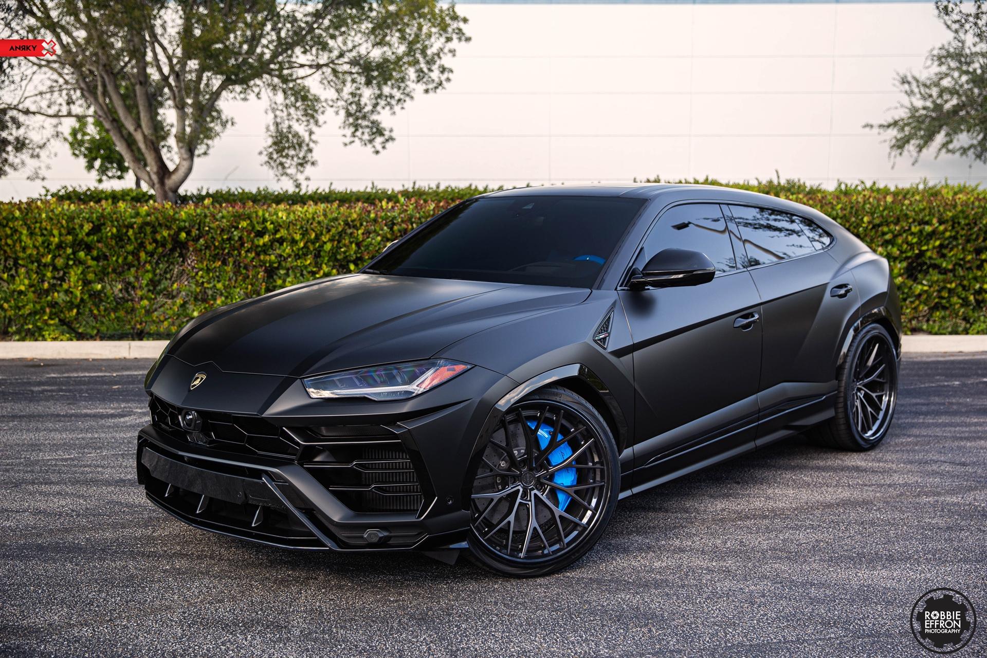 Matte Black Lamborghini Urus – AN30 SeriesTHREE